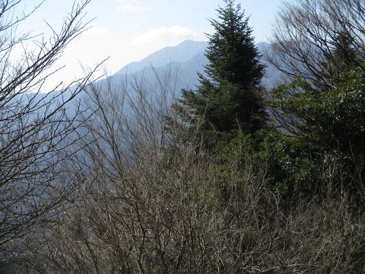 ようやく向こうの大山が見えるところへ到達