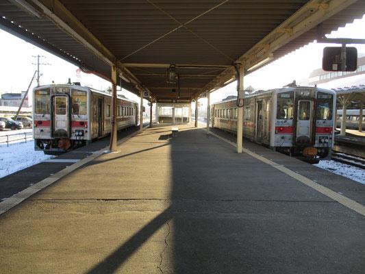 しかも出発前の釧路駅4、5番線ホームにはキハ54形500番台の揃い踏み!