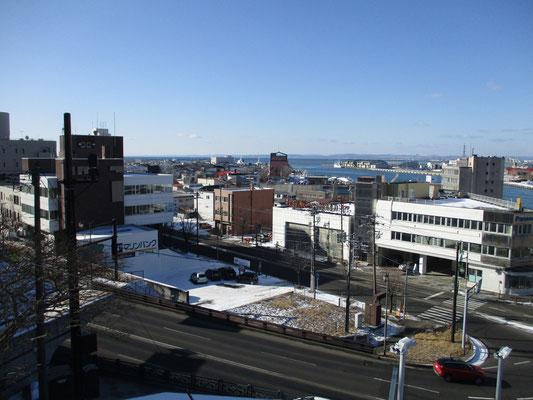 釧路港方面を俯瞰する 一応スケッチもする