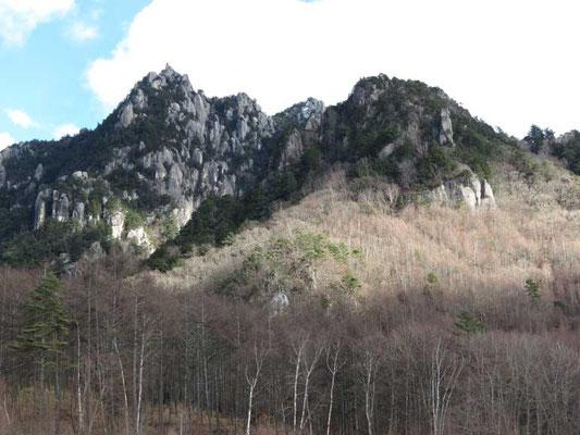 瑞牆山方面は大きな雲からははずれていたが、ときおり風花がこちらまで降ってきていた