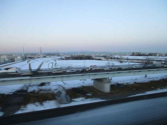 北海道新幹線に乗り込んだ出発地・東京 しかし今回はそこからすでに雪景色でした!