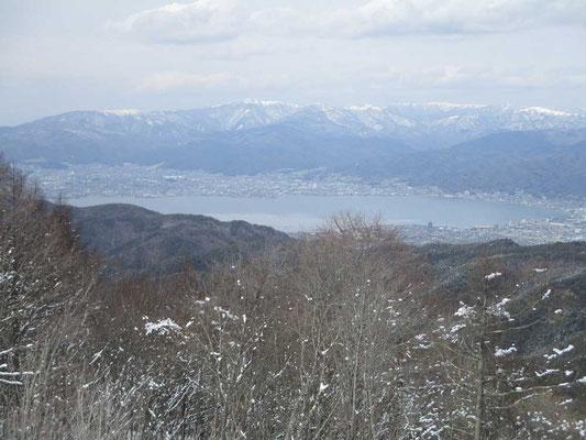 諏訪湖を見下ろします