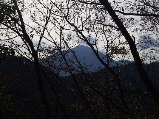露出を変えて、大室山のシルエット