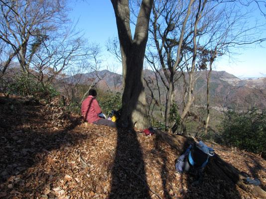 福神山の一角でスケッチ