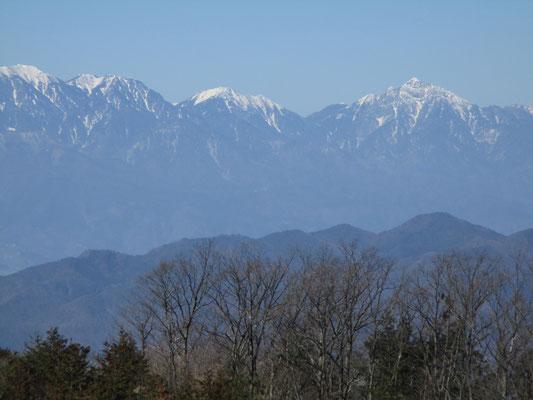 甲斐駒ヶ岳もクリアー 隣奥には仙丈ヶ岳も見える
