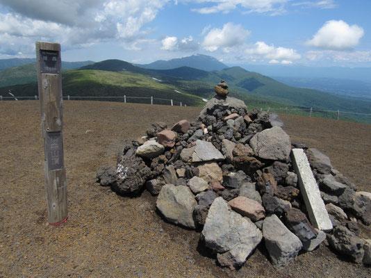 焼岳山頂から岩手山
