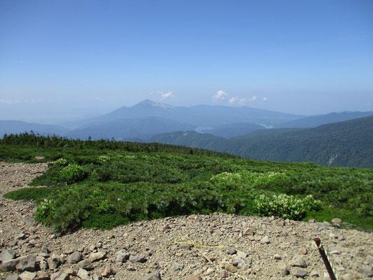 山頂からの展望 磐梯山方面 五色沼や猪苗代湖も見えました