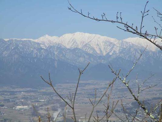 蓮華岳が大きく見えます