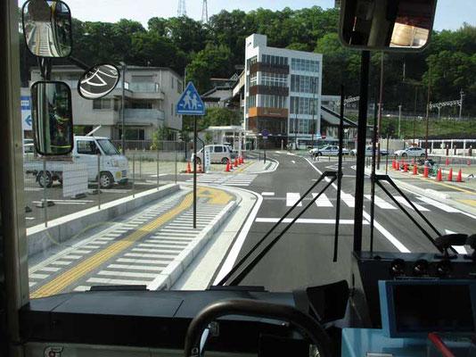 久し振りに行った上野原駅は改修工事されて立派な五階建ての駅舎となり、今までと反対側の南側がバスターミナルになっていました