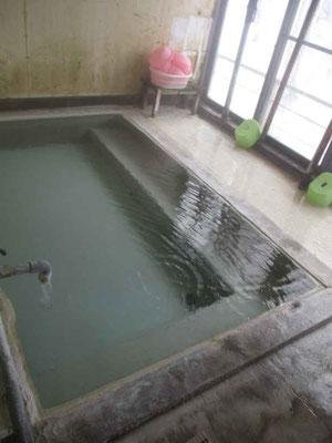 女性専用風呂 熱すぎて入れない