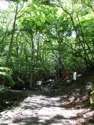 一の鳥居 ここが山道に入る登山口です
