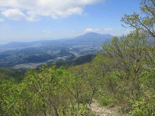 飯縄山遠望