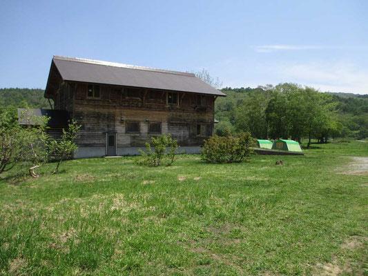 カヤの平にはキャンプ場や宿泊施設もあります