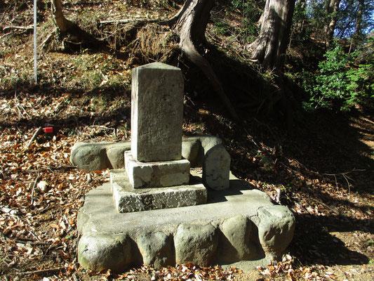 そこにある石碑