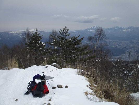 東峰(1610m)の山頂