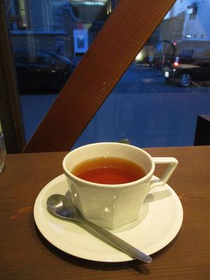 夕方、お茶を飲みたいと連れて行ってもらった、鉄瓶のお店 鉄瓶で沸かした湯の喫茶です
