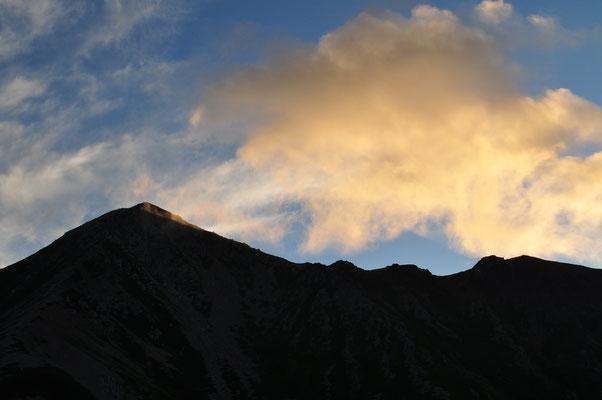 三俣山荘前からの朝焼け