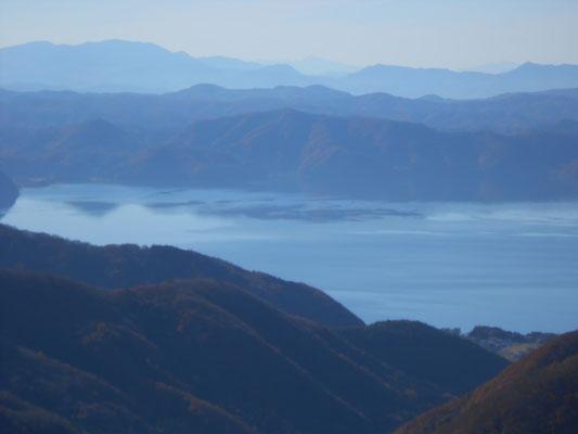 猪苗代湖が見えます