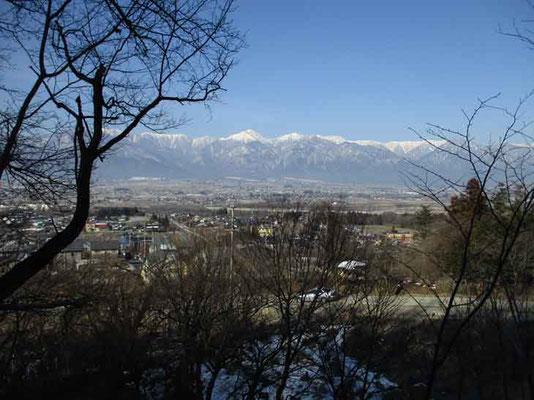 光城山は低山ながら登るに連れて北ア連峰がせり上がってきます