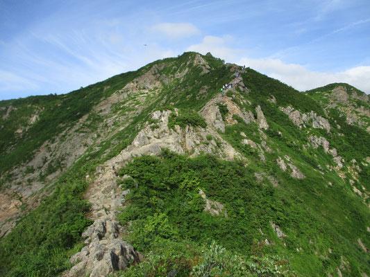 福島側の登下降は岩場続きで大変厳しい