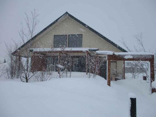 おいしい食事ができる「畑のレストランHuis〜ゆい〜」 ここではかなりの降雪でした