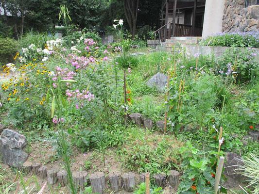 日野春アルプ美術館の庭