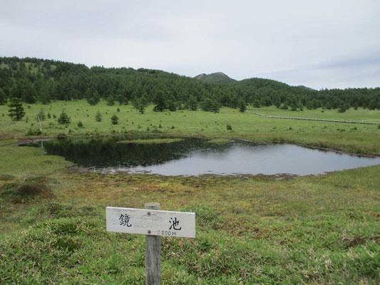 池ノ平の鏡池 この頃になると雨がポツポツしてきました