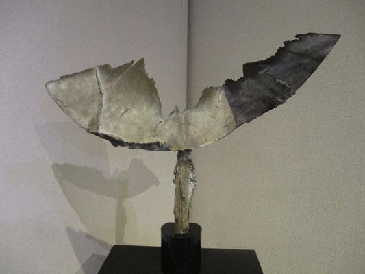 船山滋生さんの彫刻作品 「不死鳥」