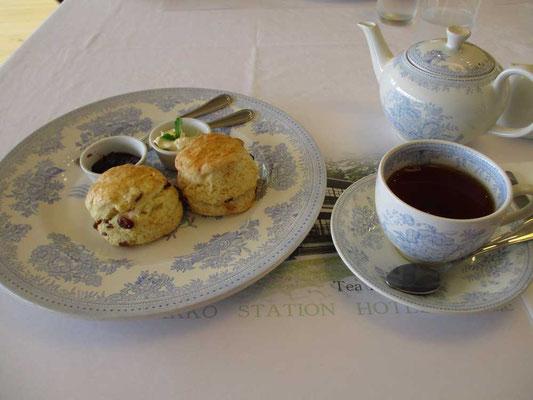 Burleighバーレー社の上品なブルー柄の陶器セット もちろんここには紅茶のみ、コーヒーはありません