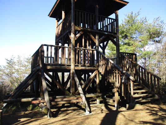 ザゼンソウ公園から整備された遊歩道を辿り登っていくと、立派な展望台