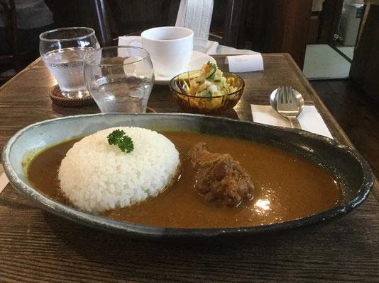 とても美味しいカレー これはMサイズです Lだとお茶碗に二杯分のご飯となります