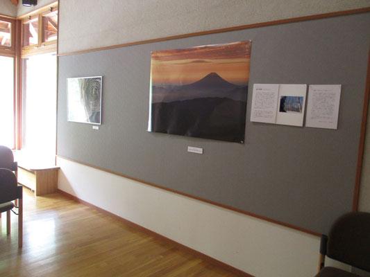 入った所には富士山(北岳肩の小屋から)の作品と鈴木さんのご挨拶が〜