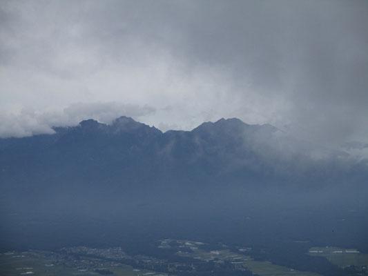 帰路に少し山頂部を垣間見せた八ヶ岳