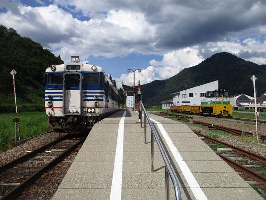 今は小出からこの只見駅が終着駅 この列車は再び折り返して行きます