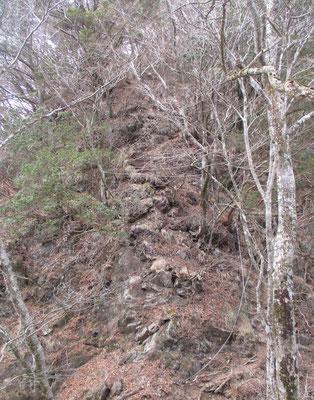 急な岩稜地帯