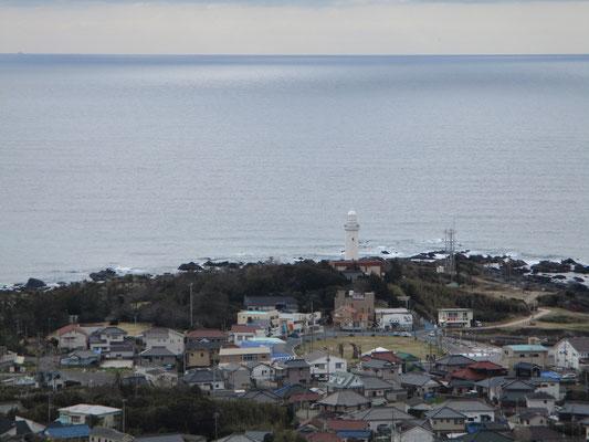 野島埼灯台 この灯台は昇って参観できる全国の灯台16基のうちの一つ
