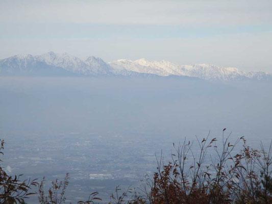 白く輝く白馬三山