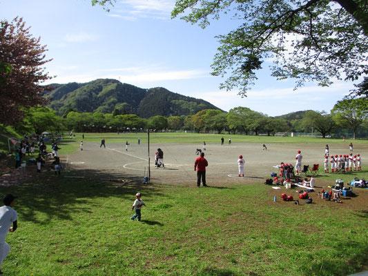 山から下りてバス停までの道すがら 子どもたちの野球試合が行われていました 「平和」がここにある、そんな景色です