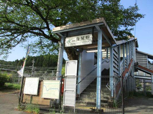 帰りの列車を待つ二俣尾駅 ICカードは使えましたが無人駅です