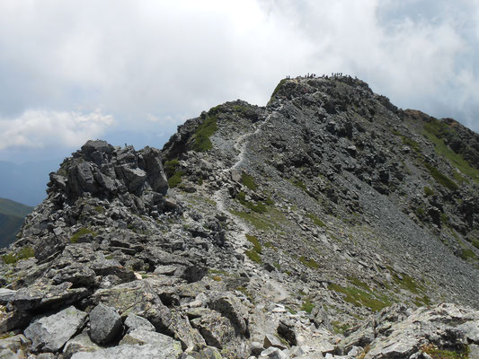 北峰より人の居る本峰を見る