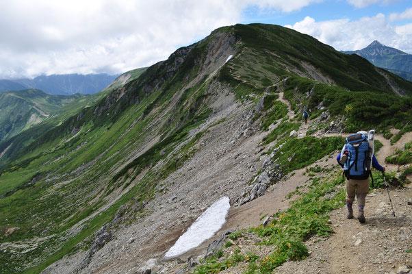 丸山(2854m)に向かう