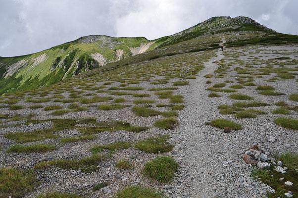 双六岳山頂方面を振り返る