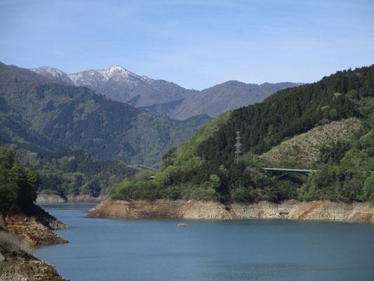 登ったダムサイトから見た蛭ヶ岳