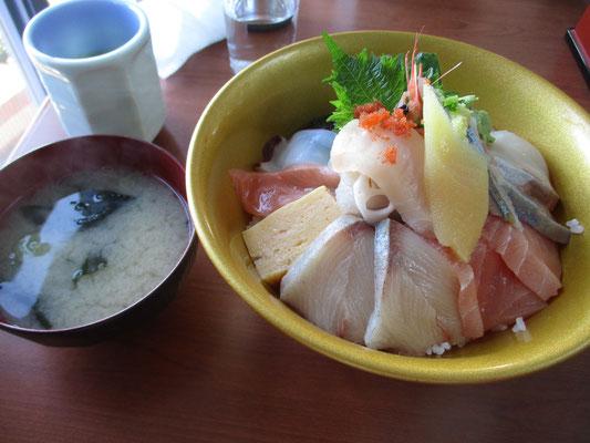 帰りには道の駅の食堂にて海鮮丼をおいしく戴きました