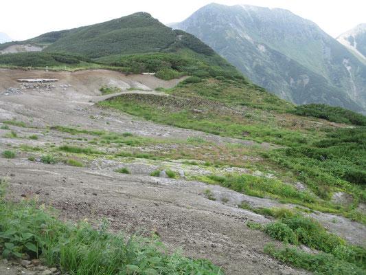 その先にはこんな広々した「花見平」という場所がある 不思議な地形