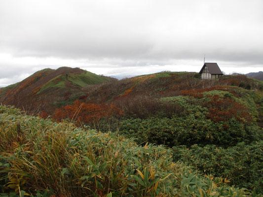 山頂から北の方 あれはトイレ棟