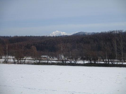 「緑」という駅から最後に見えた、多分斜里岳の頭部分