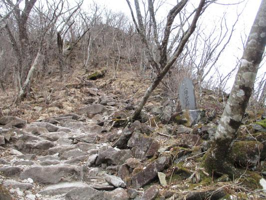 急登の岩ガラガラ