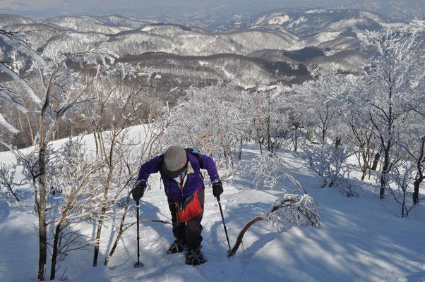 リフトを降りてから、山頂に向けての登り