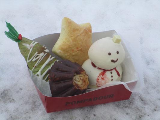 歩き始めて間もなくあった東屋で小さな「クリスマスお茶会」